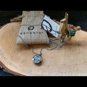 Escents Aromatherapy Aroma Locket Necklace NWT